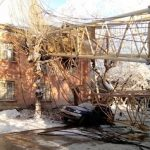 В Кирове организовали пункт обогрева для жильцов поврежденного краном дома